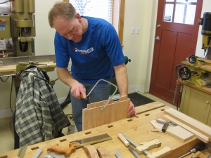 Dividing the tenon using a coping saw